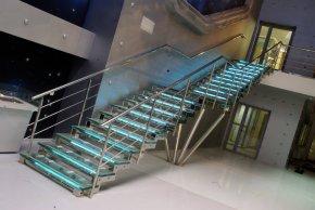 Лестница из нержавейки  - безопасность превыше всего