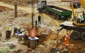 Процесс испытания почвы сваями